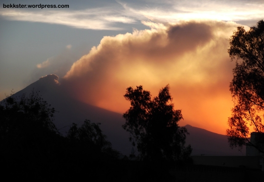 Popo spewing ash, as seen from Puebla at sunset.